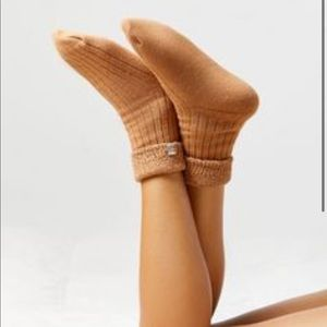 NWT Urban Outfitters Cozy slipper socks in taupe